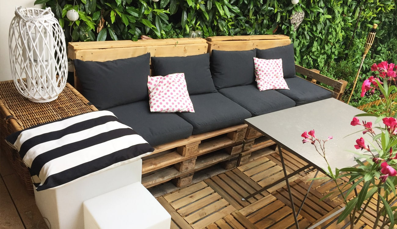 Diy d co salon de jardin en palettes rapide facile for Salon deco jardin