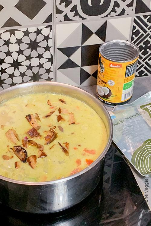recette vegan Bouillon de nouilles konjac et tofu fumé inspiration thai